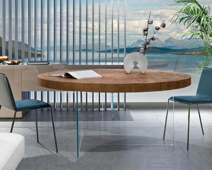 tavolo con gambe in cristallo