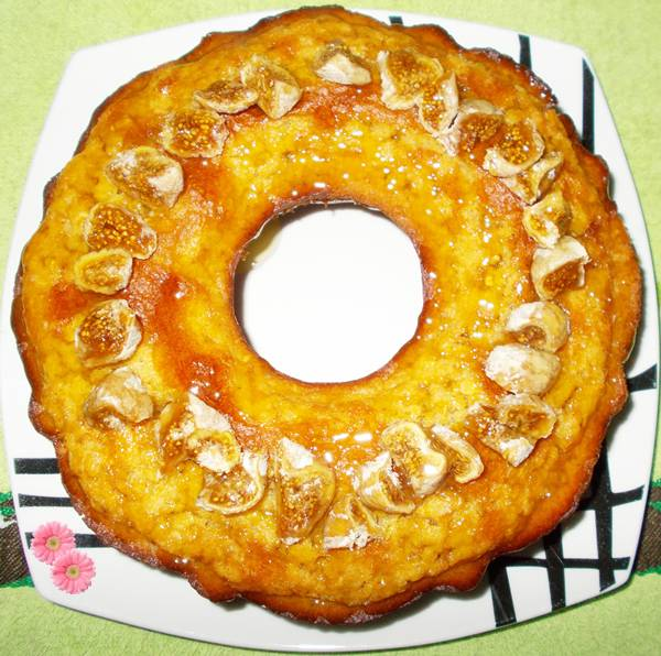 Receita de bolo de aveia com fubá e figo