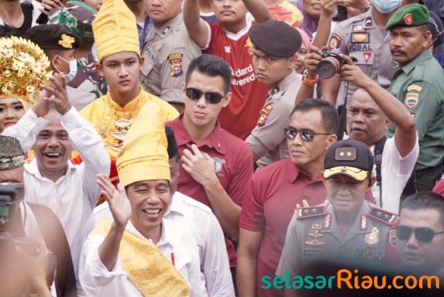 Mahasiswa Riau di Jakarta Akan Demo Tolak Gelar Adat Jokowi