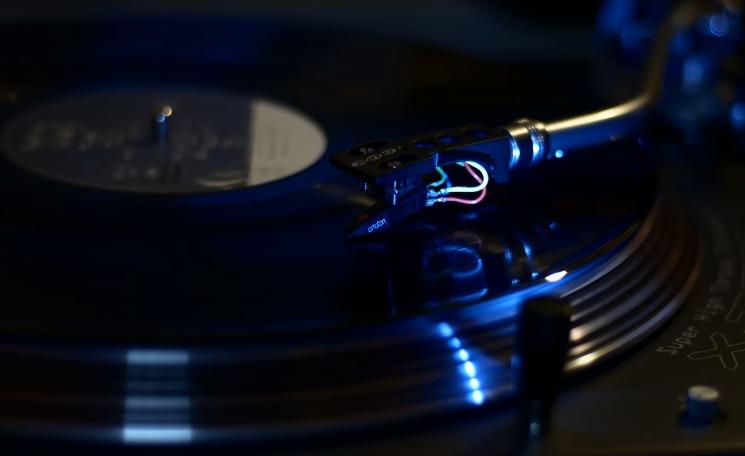 cd-i-vinylio-giati-ochi-kai-ta-dyo