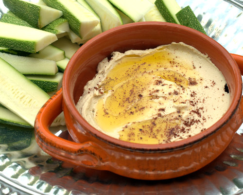 Simple Hummus ♥ KitchenParade.com, a quick and simple basic starter recipe.