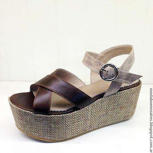 Moda verano 2017 sandalias de verano con base revestida en raffia.
