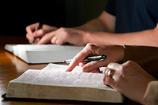 5 Razones por las que debemos estudiar la Biblia