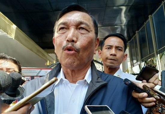 """Kerap Umbar Janji Kosong, Opung Luhut Dianugerahi Gelar """"King of Angin Sorga"""""""