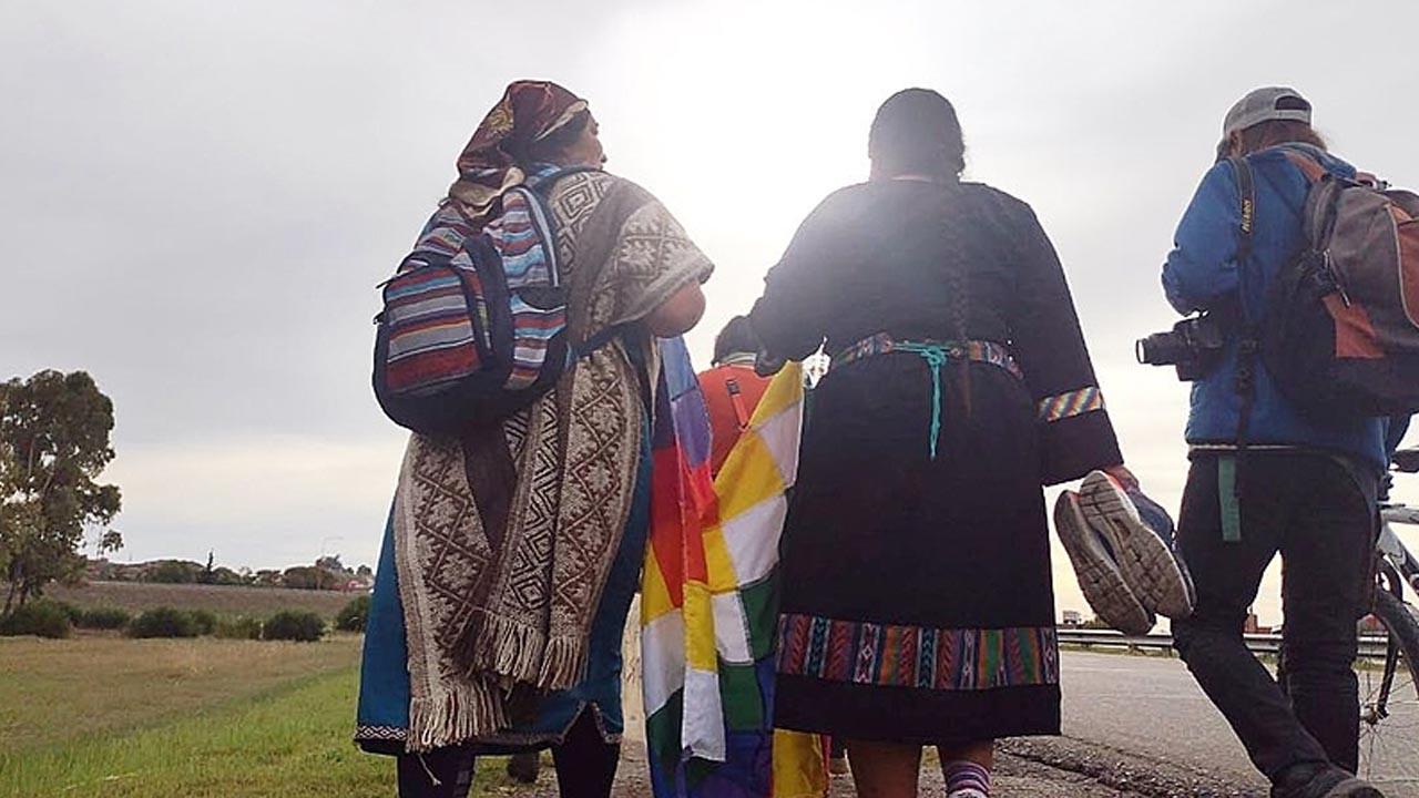 Mulheres indígenas chegam na reta final da caminhada de 2.000 km pela Argentina