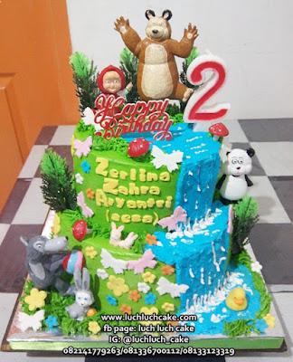 Kue Ulang Tahun Masha and The Bear Tingkat