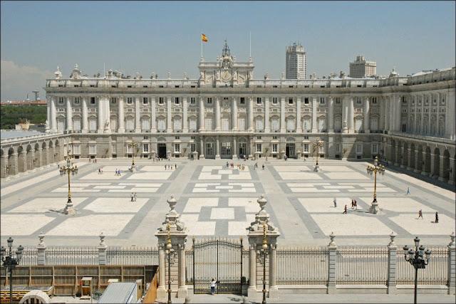 Cung điện hoàng gia Royal Palace