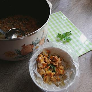 porcje takich sosków kurkowych zamrażam w zależności od potrzeb: małe: 2-3 łyżki do jajecznicy lub zapiekanki lub duże półlitrowe do sosu