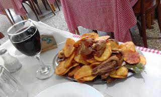 Chivito y papas españolas - Il Vero Mangiare