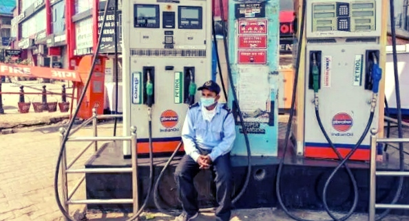 Petrol rate in India, BJP neta ne bataya Tel mahanga hone ka Karan Manmohan Singh