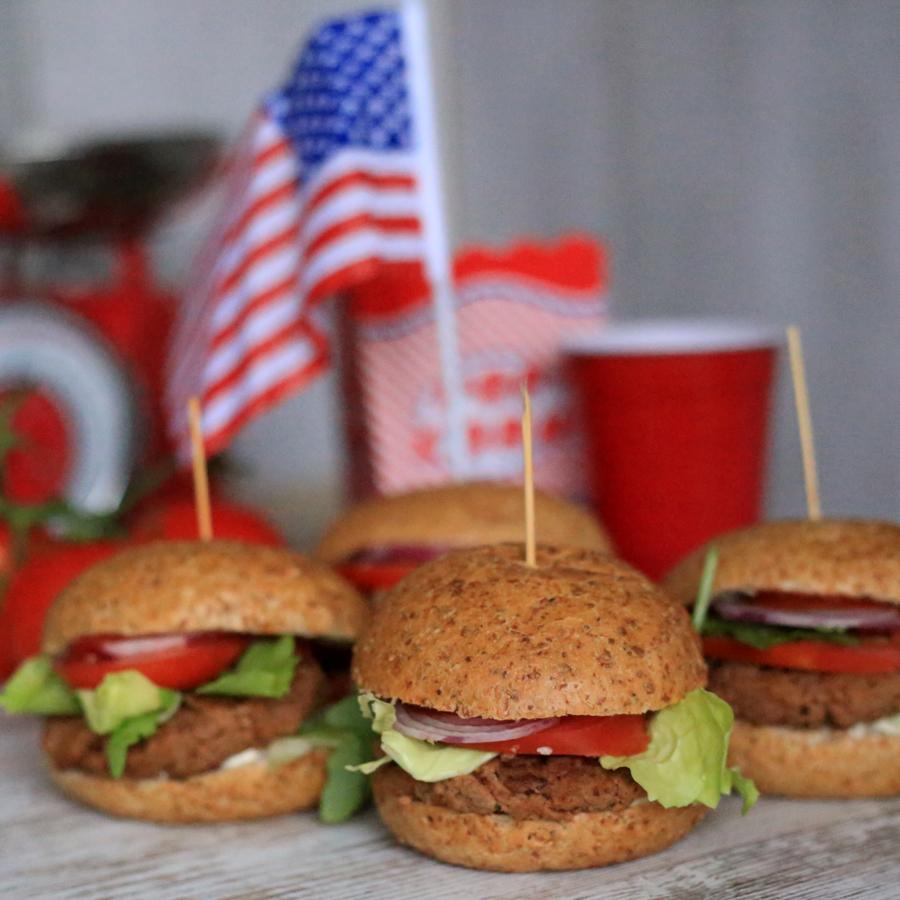 Domowe burgery wegetariańskie.