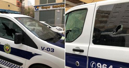 Destrozan los cristales de dos vehículos de la Policía Local de Vinaròs