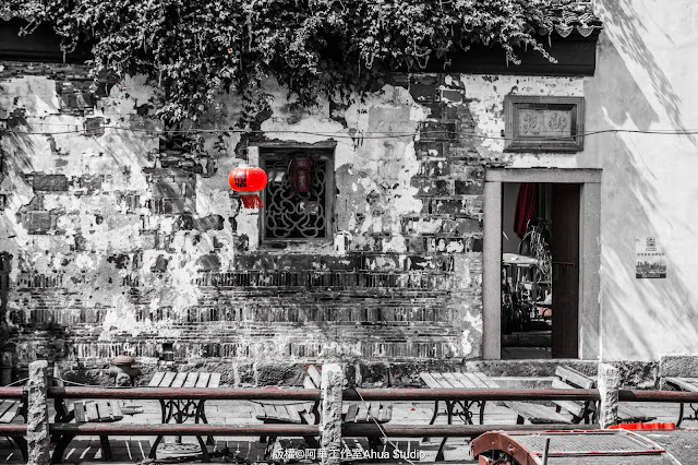 Shantang Street, mottled walls