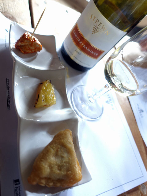 Strewn Gewurztraminer 2015 (88 pts) with Sizzling Sampler Trio: Tandoori chicken, grilled pineapple & vegetable samosa