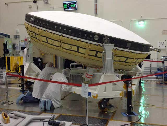 NASA prepare the decelerator for shipment to Hawaii.