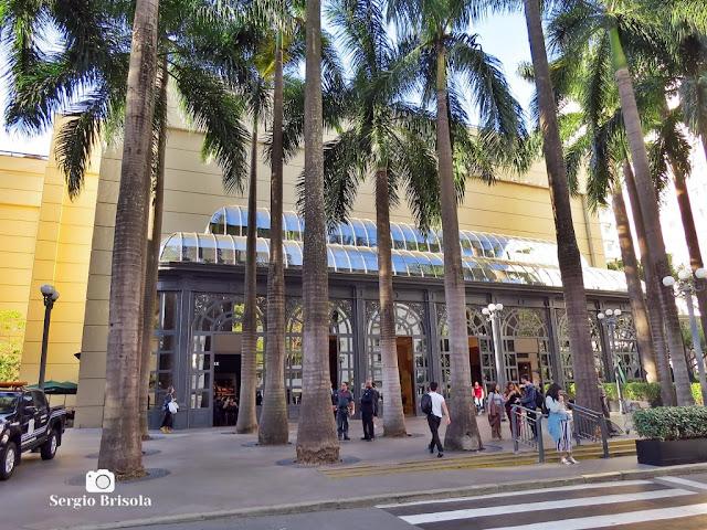 Vista da entrada do Shopping Pátio Higienópolis - Higienópolis - São Paulo