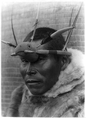 http://1.bp.blogspot.com/-xOvIflY38Sc/UAqmsG-VLZI/AAAAAAAABsk/IdYO_eRpEy0/s640/native-american-portraits-by-edward-s-curtis-early-1900s-21.jpg