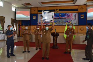Bupati Deli Serdang Terima Piala Penghargaan BKN Award 2020
