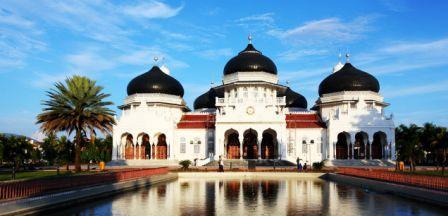 Wisata Religi di Masjid Raya Baiturrahman Aceh