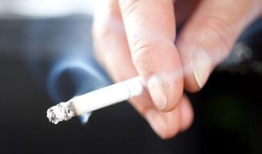 सावधान ! धुम्रपानामुळे वाढतो कोरोनाचा धोका, या देशाने घातली बंदी