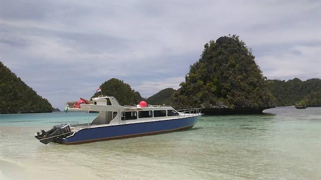 Sewa Kapal Raja Ampat Kharisma Speedboat