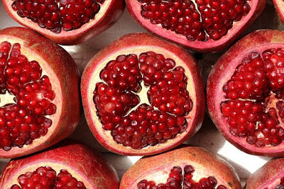 Can dogs eat pomegranate seeds, can dogs have pomegranate