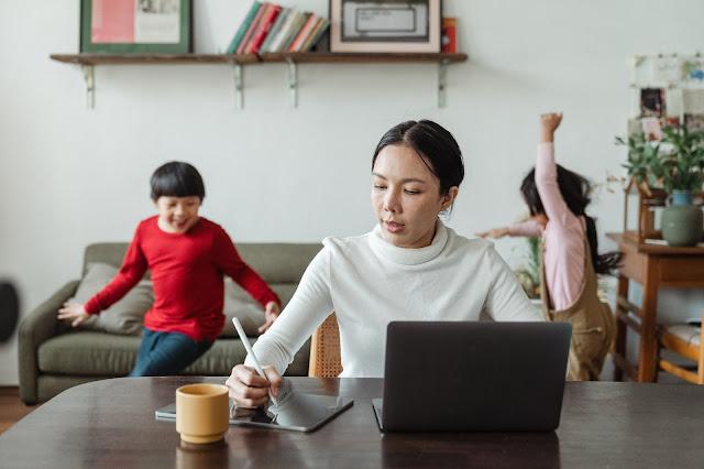 عمل الامهات من المنزل