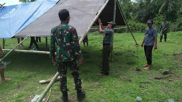 Persoenl TNI-POLRI di Kahu Gelar Karya Bakti di Lokasi Bencana Puting Beliung