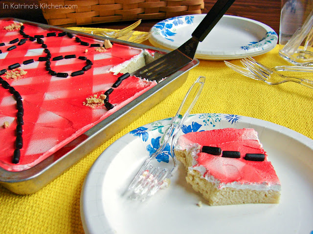 Take a bite out of these delicious frosted sugar cookies- they look like a picnic tablecloth!