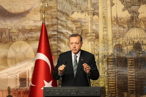 Η Τουρκία πολεμάει και η Ελλάδα παραχωρεί