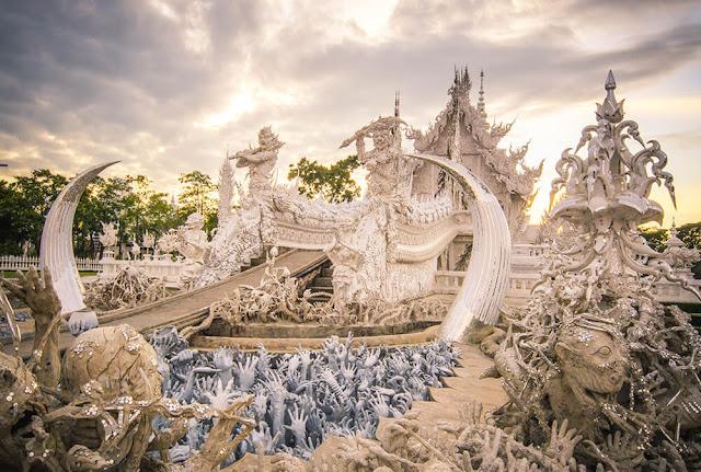 Lưu ý quan trọng để được vào tham quan chùa là bạn phải ăn mặc giản dị, không hở hang. Ngoài ra, nếu tham quan chùa, bạn nên kết hợp du ngoạn các điểm nổi tiếng của Chiang Rai như làng cổ dài Karen, Nhà Đen hay khu tam giác vàng nổi tiếng.