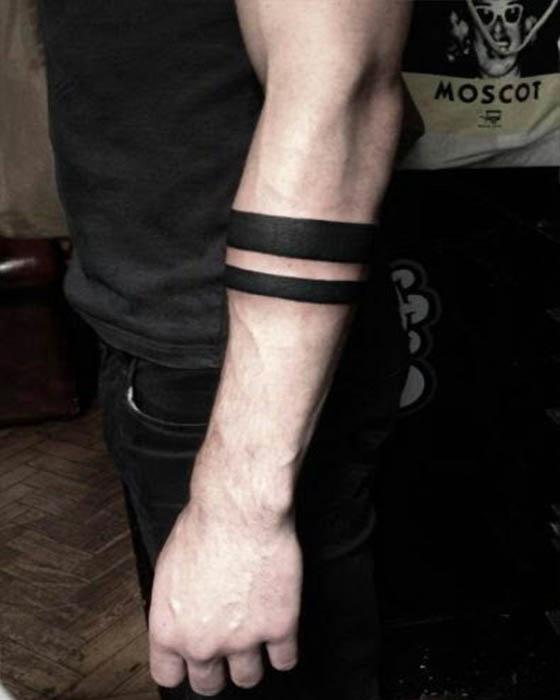 tatuaje brazalete dos lineas antebrazo