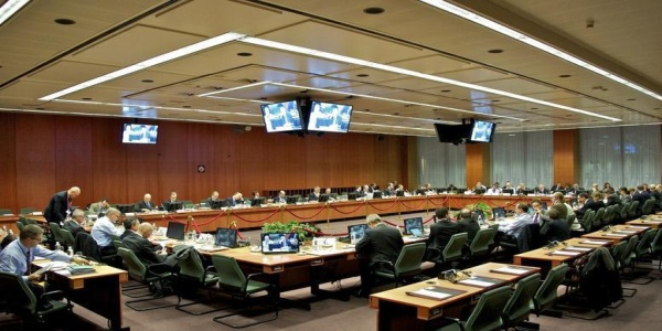 Συντάξεις και απολύσεις απομακρύνουν τη συμφωνία από το Eurogroup της Μάλτας, λένε πηγές