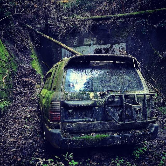 Abandoned Zombie Apocalypse Toyota Landcruiser Cygnus - Image by CPW Usui