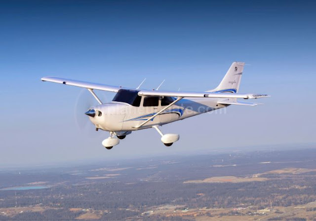 Cessna Skyhawk light sport aircraft