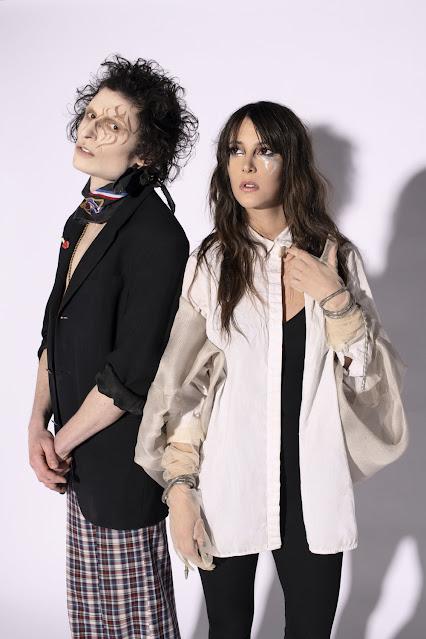 """Après nous avoir présenté le clip de """"Coeur Monarque"""", le duo est de retour cette fois avec l'album complet."""
