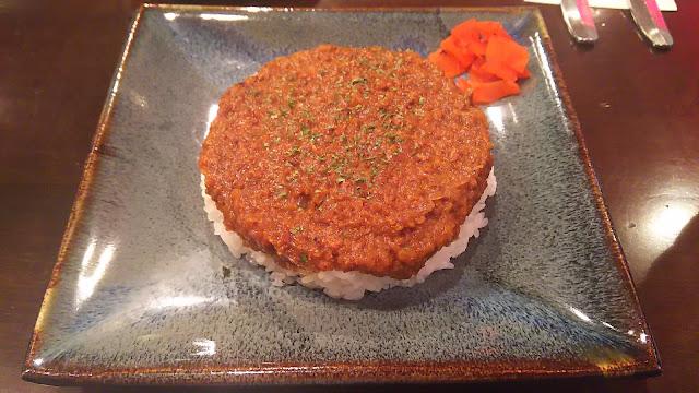 新宿「カフェハイチ」昭和から続く名店の味を継承したドライカレー