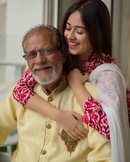 Jannat Zubair With Her Grandfather
