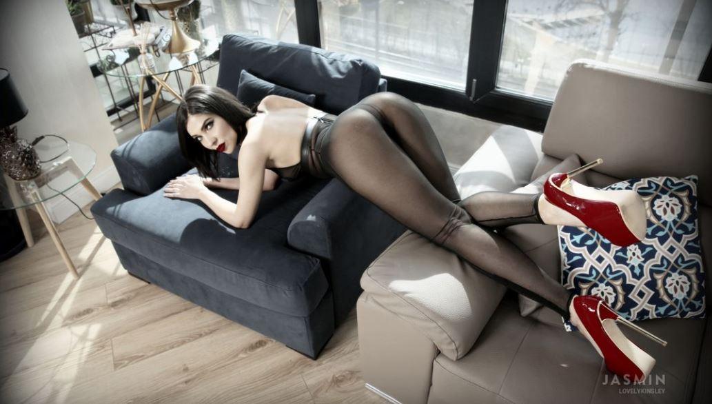 LovelyKinsley Model GlamourCams
