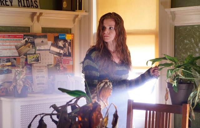 Se explica el cambio de actriz de Ivy, y su cambio de edad en Gotham