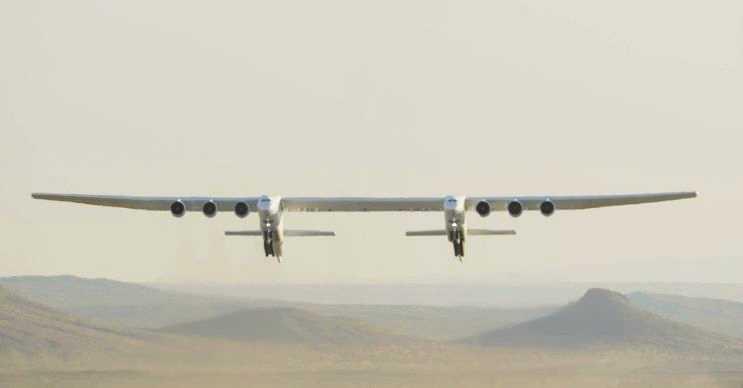 Stratolaunch kendi sınıfının ve dünyanın en büyük uçaklarından biridir.
