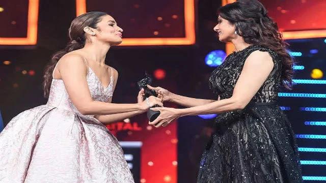 Alia Bhatt Biography - Hindi | Lifestyle, Career, Age, Boysfriend, Films