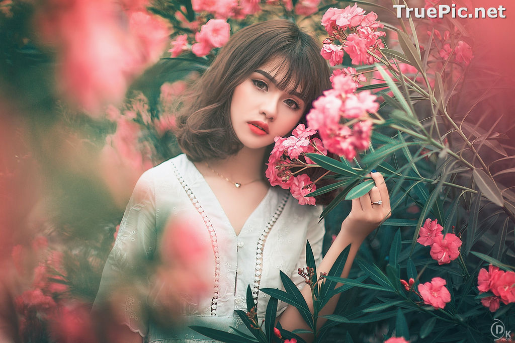 Image Vietnamese Model - Young Pretty Girl in White Dress and Flower Fence - TruePic.net - Picture-2