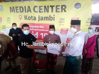 Walikota Jambi Menerima Bantuan Penanganan Obat-obatan Covid-19 Dari Pemerintah Pusat Sebanyak 1385 Untuk 11 Kecamatan.