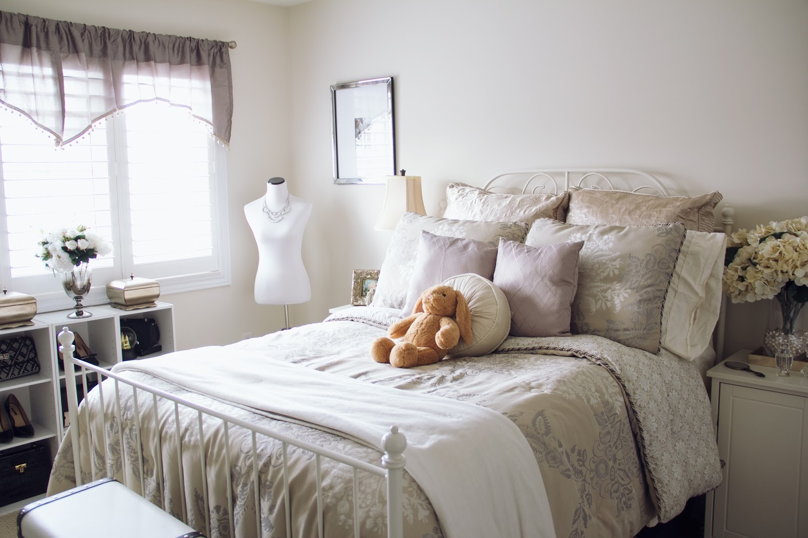 Home decor is my second love  its like fashion but for your room  I am  constantly moving things around my room and buying some new pieces to  decorate with. New Bedroom Details   Carolina Pinglo