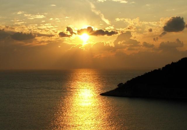Η Ελλάδα χάνει τα νησιά της