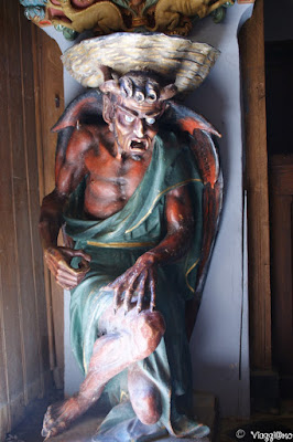 La statua del Demone Asmodeo all'interno delal Chiesa di Rennes le Chateau