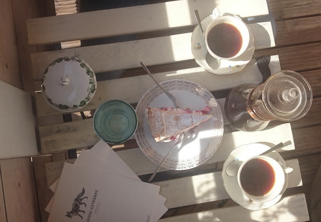 Káva a dort v kavárně Tanteleuk v Drážďanech