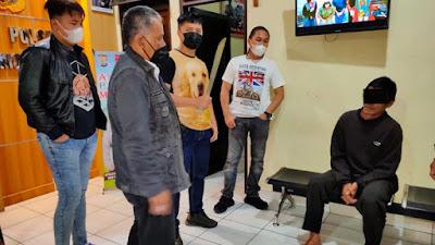 Suami Mengamuk Dengan Parang Gara-gara Pesta Miras Tetangga Mengganggu Istri Yang Lagi Sakit