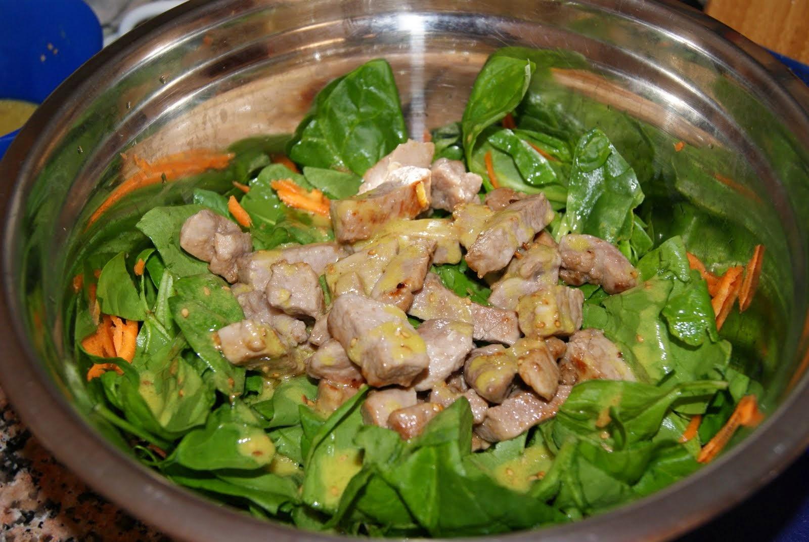 ensalada de espinacas y solomillo